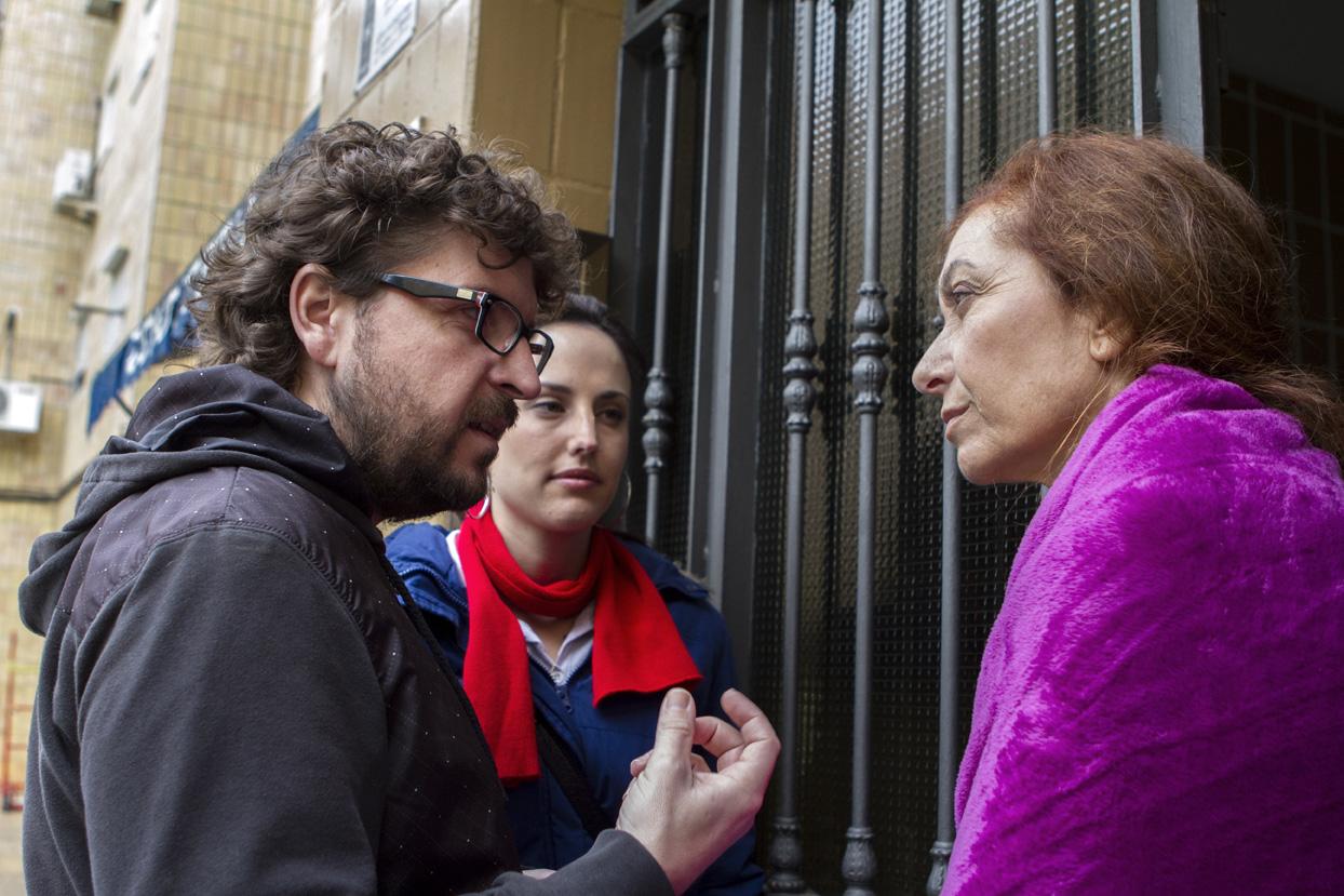 Juan Miguel del Castillo con Mercedes Hoyos y Natalia de Molina en el rodaje de Techo y Comida.